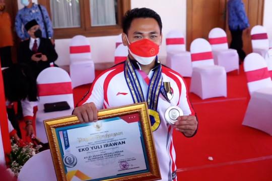 Atlet Eko Yuli dianugerahi Jer Basuki Mawa Beya Emas