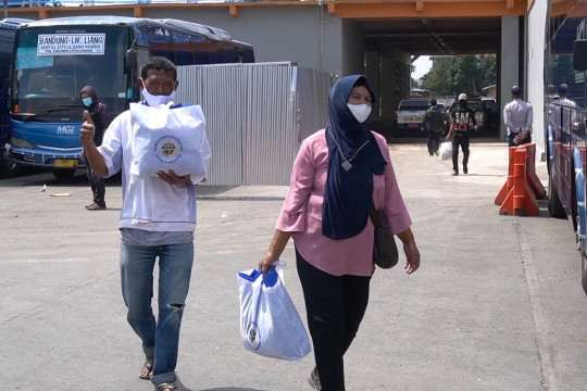 Kemenhub beri bansos ke 1.000 mitra transportasi darat Bandung