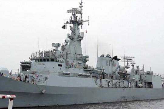 Operasi penyelamatan 15 awak kapal kargo tenggelam di Pakistan