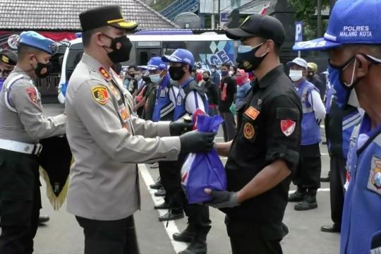 Alumni Akpol 2000 berbagi senyum di Kota Malang