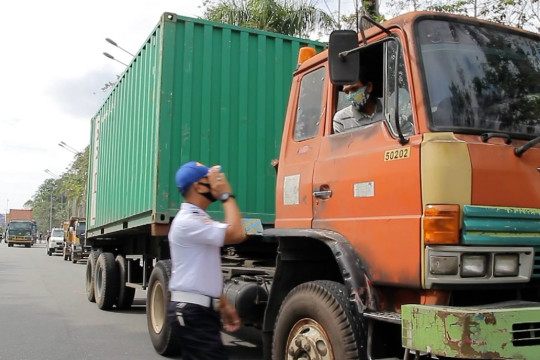 Kota Pontianak tertibkan kendaraan angkutan dan prokes