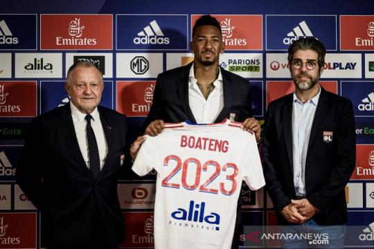 Lyon dapatkan bek gaek Jerome Boateng secara cuma-cuma