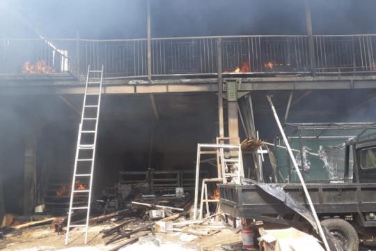 Kebakaran landa gudang kayu di Cilangkap