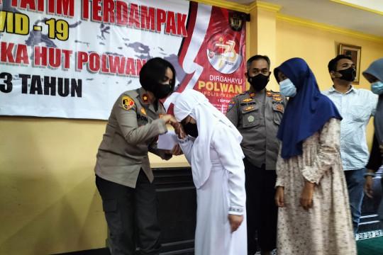 Polisi salurkan bantuan kepada anak yatim korban COVID-19 di Jakbar