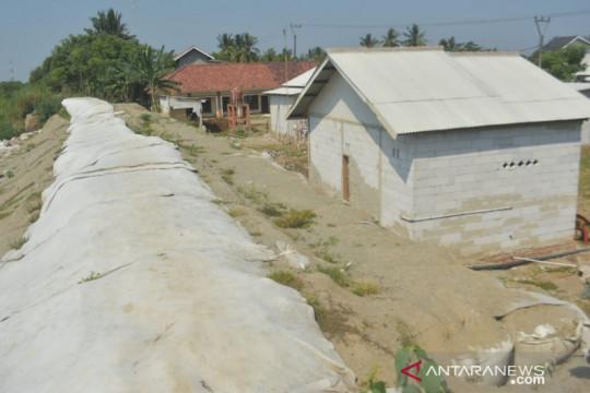 Menunggu perbaikan permanen Tanggul Sungai Citarum di Bekasi