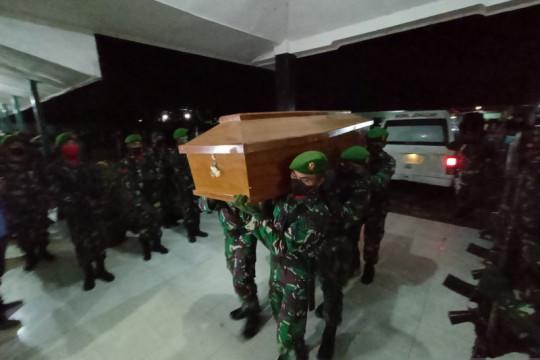 Empat jenazah TNI yang gugur di Maybrat di evakuasi ke Sorong