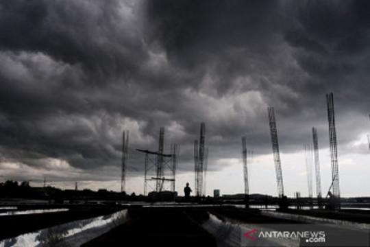 Hujan lebat disertai angin diprakirakan meliputi sejumlah provinsi