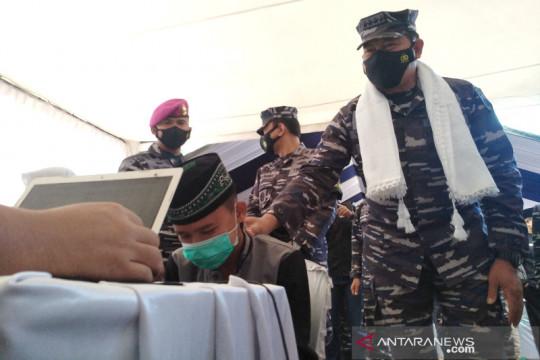 TNI AL vaksinasi santri di pelosok Garut dan Tasikmalaya