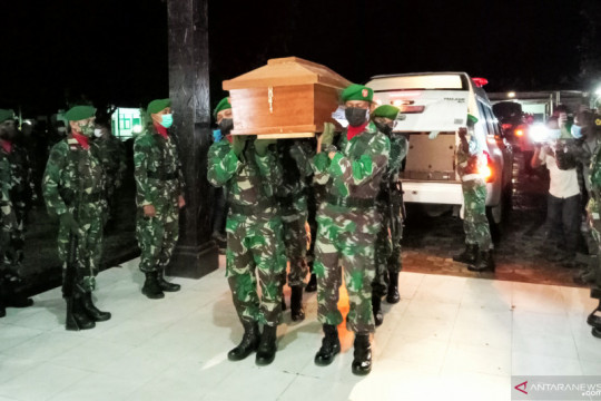 Sepekan, empat anggota TNI meninggal hingga vaksinasi jutaan santri