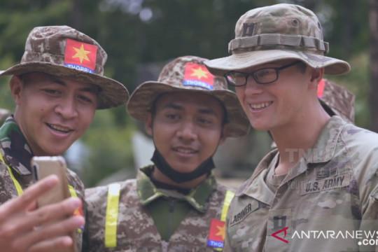 Prajurit US Army beri hadiah tukang bangunan di Mabes AD