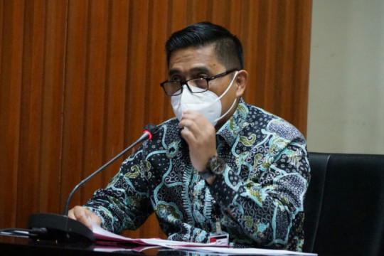 KPK menahan tiga tersangka kasus korupsi proyek jalan Bengkalis