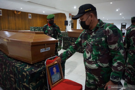 Kemarin, prajurit TNI AD meninggal hingga Presiden tinjau vaksinasi