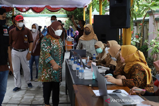 Bupati -Wakil Bupati Sleman tinjau vaksinasi COVID-19 di Trihanggo