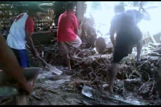 Puluhan rumah di Mamasa hanyut terseret banjir
