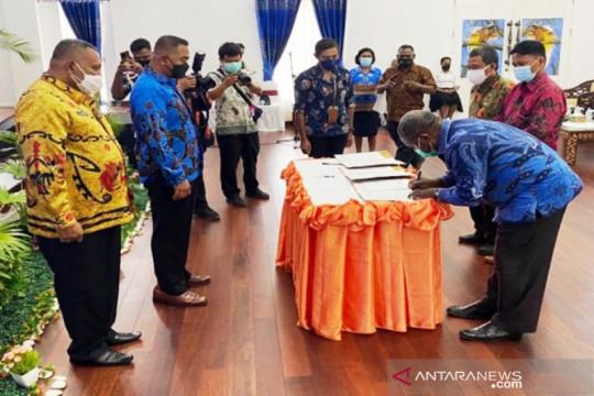 Pemprov Papua salurkan beasiswa pendidikan untuk 12 perguruan tinggi