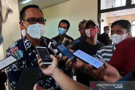 Antre sejak pagi, warga Depok antusias ikuti vaksinasi COVID-19