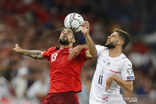 Italia ditahan imbang Swiss tapi cetak rekor nirkalah internasional