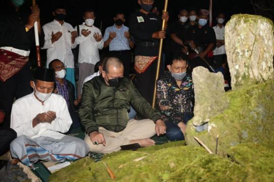 Ketua DPD berziarah ke makam raja-raja Sekala Brak Kepaksian Pernong