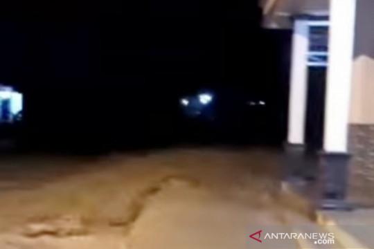 Banjir luapan Sungai Cidurian-Bogor rusak jembatan dan belasan rumah