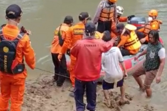 Tim SAR temukan korban tenggelam di Sungai Cidurian Tangerang