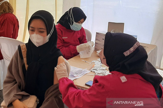 TNI-Bulog Banyumas fasilitasi vaksinasi COVID-19 warga Cilacap