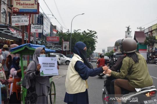 Bantu warga terdampak, produk PKL diborong Inisiatif Zakat Indonesia