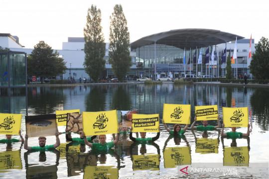 Aksi Greenpeace di Munich Motor Show