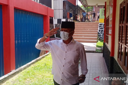 KPK periksa 2 politisi Bintan terkait kasus cukai rokok