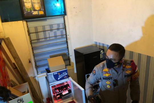 Polisi gerebek kontrakan untuk simpan miras ilegal di Setiabudi