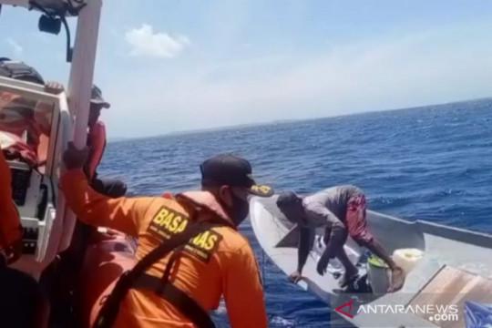Basarnas evakuasi selamat nelayan korban kapal mati mesin di Wakatobi