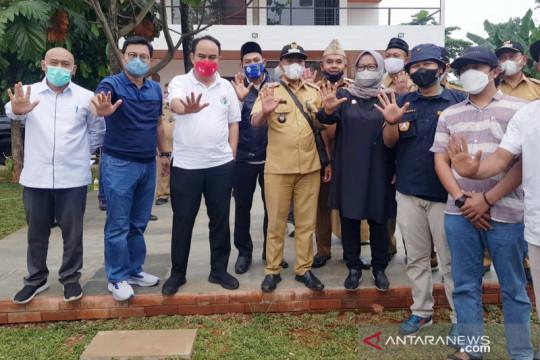 Wamendes PDTT sepakati bangun 10 lapangan bola internasional di Bogor