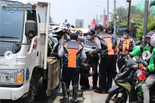 Sudinhub Jakut tertibkan 37 kendaraan roda dua yang parkir sembarangan