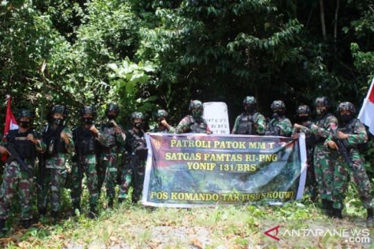 Satgas TNI patroli patok batas wilayah Skouw di perbatasan RI-PNG