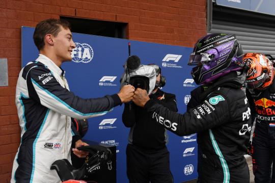 Mercedes resmi tandemkan George Russell dan Lewis Hamilton musim 2022