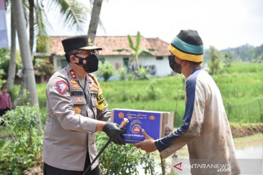 Polri salurkan 2.000 paket bansos untuk petani di Pandeglang