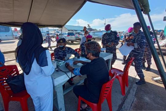 Vaksinasi dosis kedua digelar TNI-AL untuk warga maritim Kota Sorong