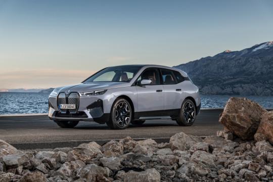 BMW kenalkan i4 dan iX di IAA Mobility 2021