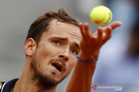 Medvedev dan Fernandez melenggang ke semifinal US Open