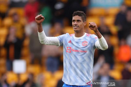 Rio Ferdinand: Raphael Varane selevel dengan Van Dijk dan Sergio Ramos