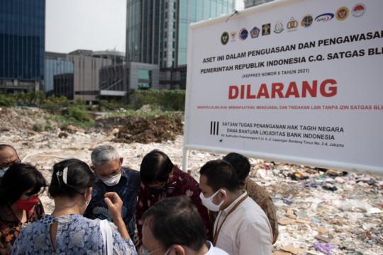 Satgas BLBI pasang plang amankan dua aset di Jakarta