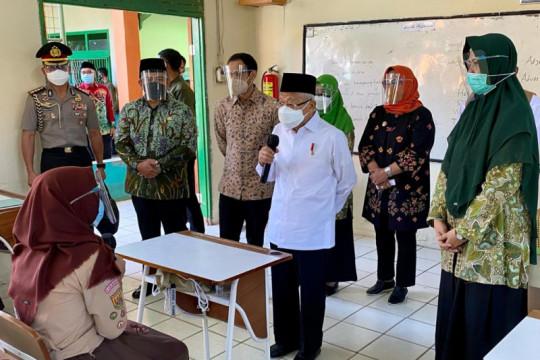 Wapres dan Mendikbudristek meninjau PTM terbatas di Bogor