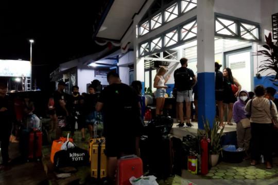 21 wisatawan berhasil dievakuasi dari kapal terbakar di Labuan Bajo