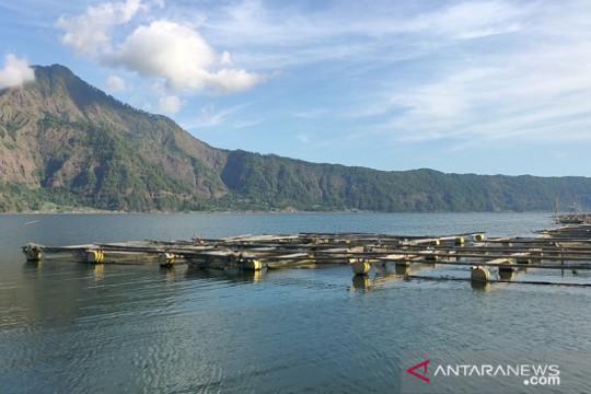 Keramba ikan di Danau Batur perlu ditata agar tidak rusak pariwisata