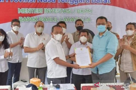 Menteri Bahlil serahkan SK pemutusan kontrak GTI kepada Gubernur NTB