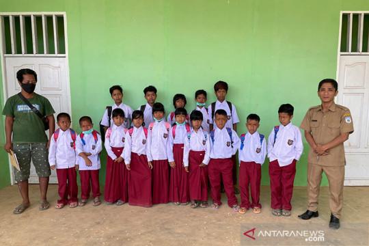 Perjuangan Yohana membujuk anak rimba bersekolah