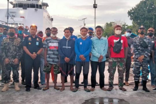Lima ABK KM Hentri yang selamat dievakuasi ke Tual, Maluku