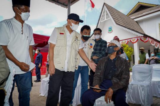 Menkop gandeng LPDB-KUMKM gelar vaksinasi di Garut