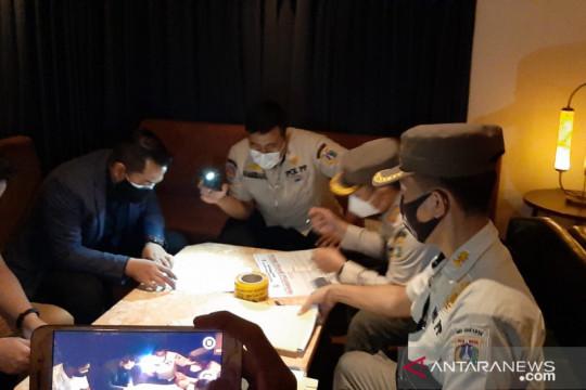 Satpol PP periksa dua karaoke di Grand Wijaya yang langgar PPKM