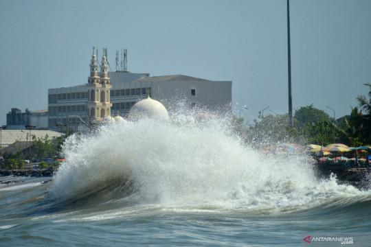BMKG: Gelombang tinggi capai 4 meter di perairan Sumut-Aceh