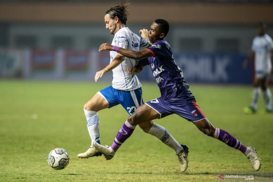 10 pemain Persita tekuk Persela 1-0